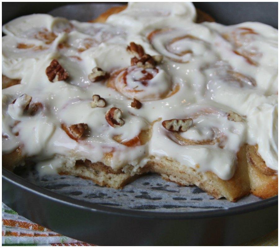 cinnamon rolls - keto friendly desserts