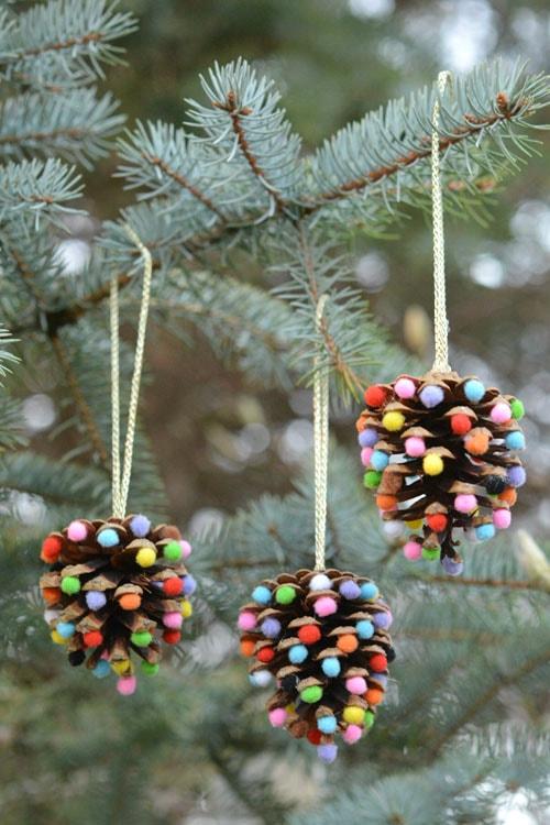 pom-pom-pinecones