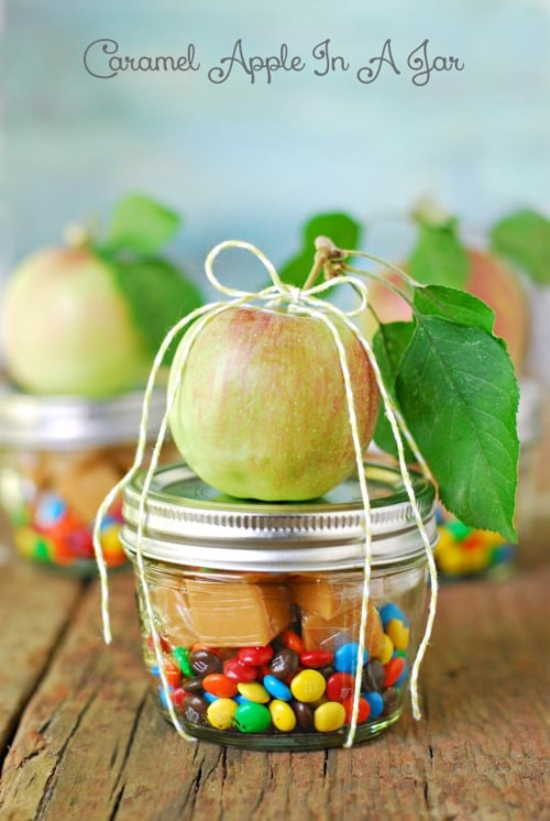 Caramel-Apple-In-A-Jar-Mason-Jar-Gift_ideas
