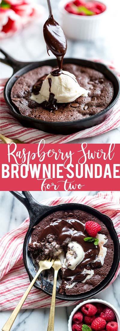 45 Valentines Desserts: Himbeer-Swirl-Brownie-Eisbecher für zwei Personen