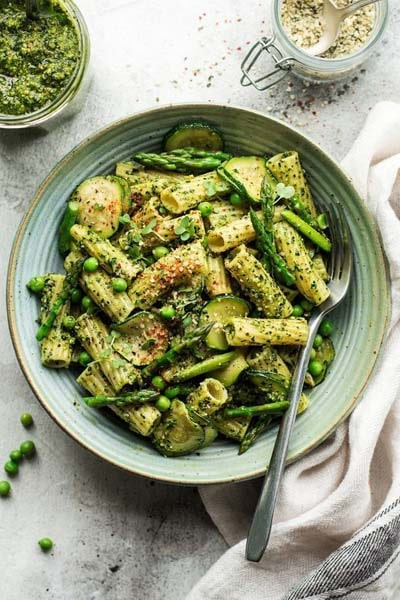 25 Pasta Recipes: Vegan Pesto Pasta With Kale