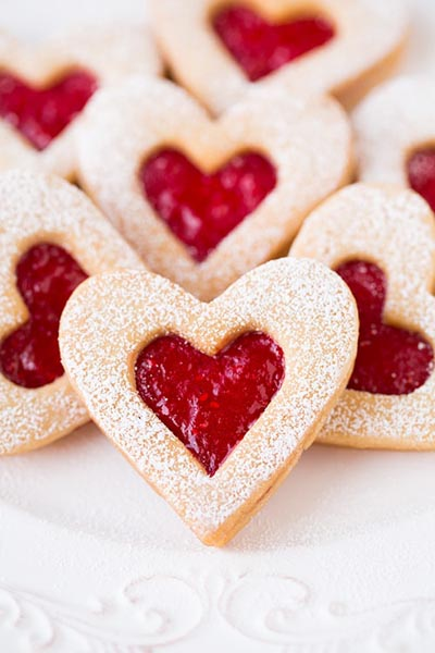 40 Valentine's Day Cookies: Linzer Cookies