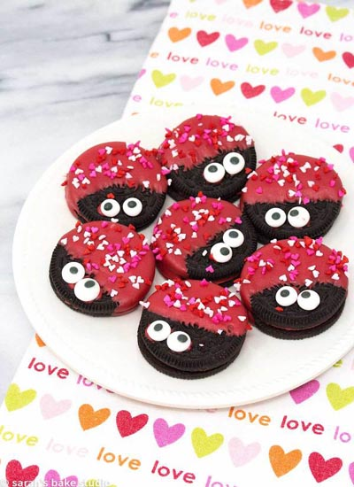 40 Valentine's Day Cookies: Love Bug Oreo Cookies