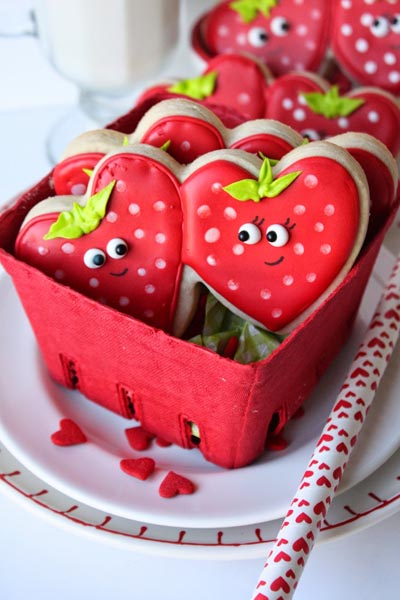 40 Valentine's Day Cookies: Strawberry Sweetheart Cookies